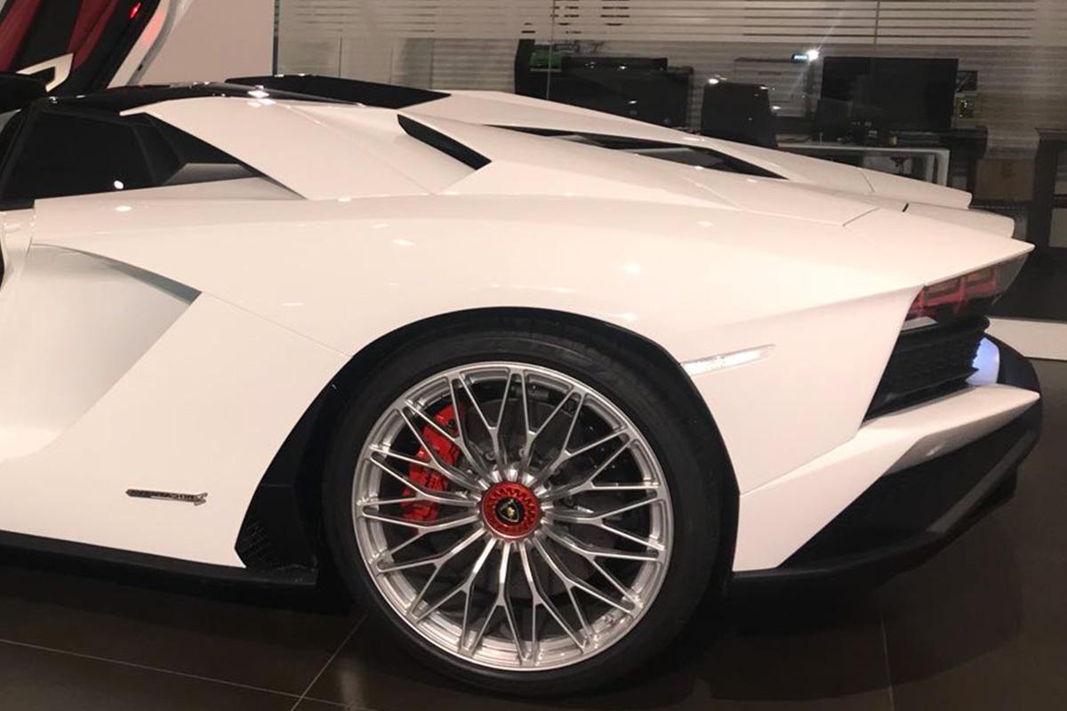 Hire new Lamborghini AVENTADOR S Roadster - GT RENT Luxury